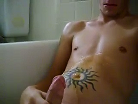 Tattooed twink pissing himself in the tub
