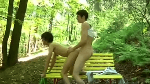 Teen boys fucking bareback in the park