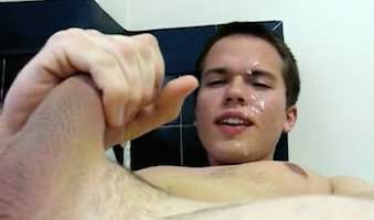 Gay boy shoots himself with cum in the face